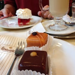 Petit fours & Ribiselschnitte