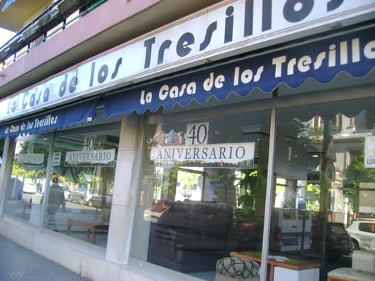 La casa de los tresillos furniture store santa justa for Tresillos sevilla