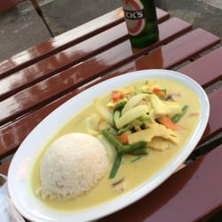 Grüner Curry mit Tofu (4,20€)
