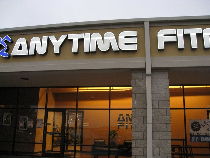 Anytime fitness closed gyms w th st