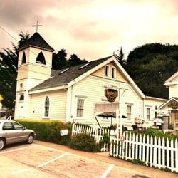 Bridge Street Inn - Cambria, CA, États-Unis. The church next to the Bridge Street Inn