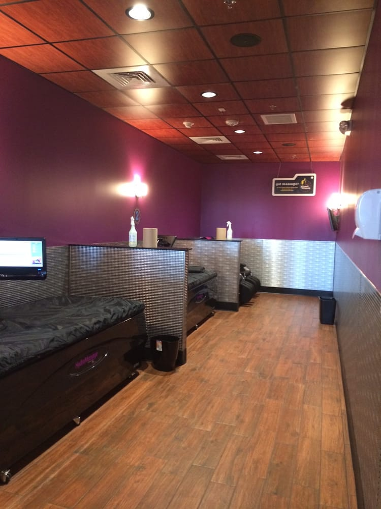Black card spa amenities 2 hydromassage beds 2 massage for Salon fitness