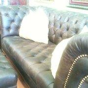 Cronburg & Becker - San Diego, CA, États-Unis. Leather tufted Sofa custom made is our shop.