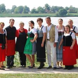 """Familie Fritsch mit """"Ihrer"""" Mannschaft"""