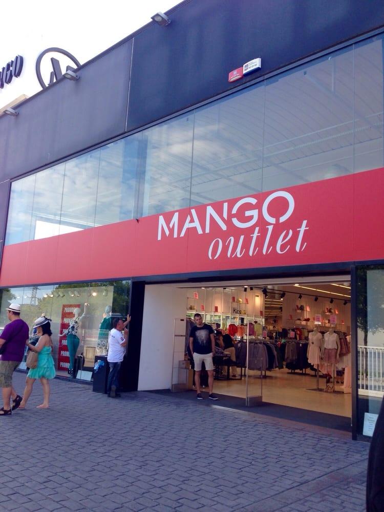 Mango accessories la roca del vall s barcelona spain for Las rocas outlet barcelona