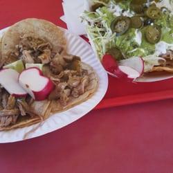 ... CA, Verenigde Staten. Nachos de carnitas & tacos de buche y carnitas
