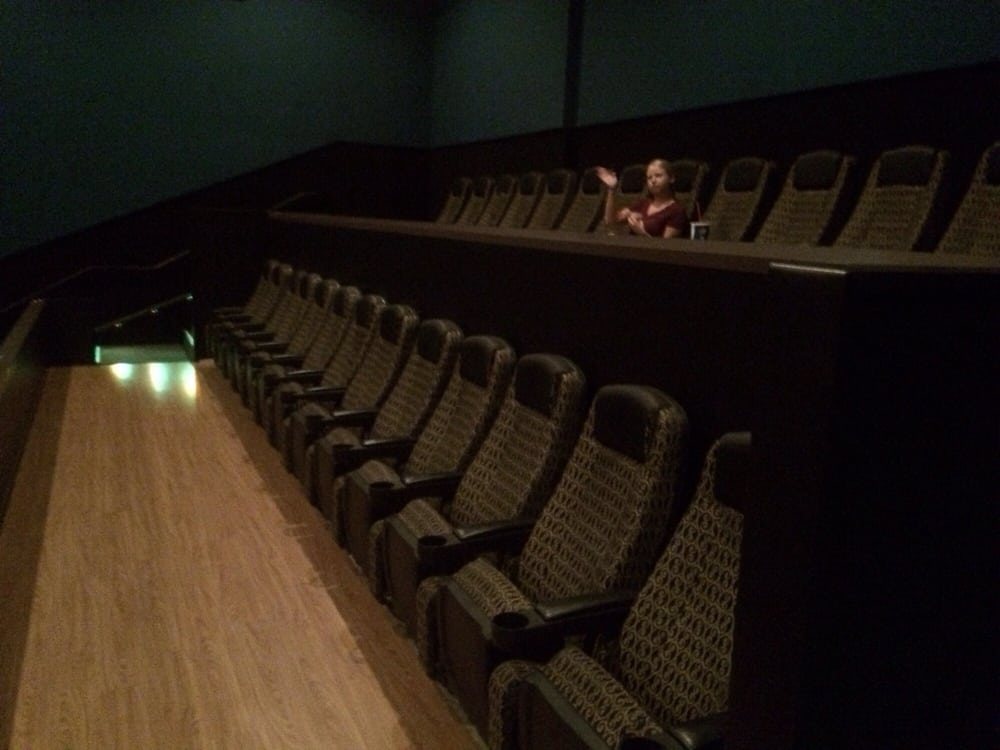 Paragon odyssey 15 imax 28 photos cinemas burnsville for Burnsville theater