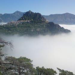 Mer de nuages autour du village de St…