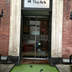 The Ark - Dublin, Irlande. Where are the little footprints for small people...!!