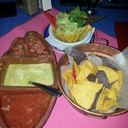 Maz Mezcal - New York, NY, États-Unis. Chips and salsa with guac