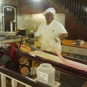 La King's Confectionery - Ernest Torres, candy master, has 35 years experience as a candy maker - 22 years at La King's - Galveston, TX, Vereinigte Staaten