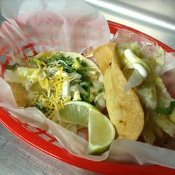 Papa Tacos - Pomona, CA, États-Unis. Fish Taco and Papa Taco.