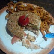 Barrio Latino - Paris, France. Burger Le meilleur choix des différents plats autour de moi...mais très clairement, à 21€ le burger, on paye le cadre !