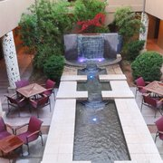 Sedona Rouge Hotel & Spa - Sedona, AZ, États-Unis. Fountain from the second floor