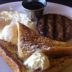 Times Square Pizzeria - French toast, two eggs and a sausage patty for $4.69 - Phoenix, AZ, Vereinigte Staaten