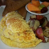 Southernmost Beach Cafe - Key West, FL, États-Unis. Delicious crab and shrimp omelet with hollandaise sauce and paprika- from SBC