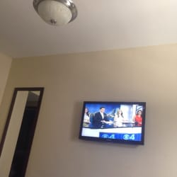 San Juan Hotel - Big plasa cable tv with long wide mirror on the side - Miami Beach, FL, Vereinigte Staaten