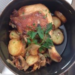 Le Brin de Zinc - Orléans, Loiret, France. Le confit de canard - pas mal mais sans plus: canard un peu trop cuit, pommes de terres ça va, pas de sauce..