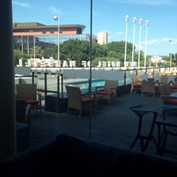 Victor Café - Marseille, France. La terrasse avec la piscine depuis l'entrée du restaurant