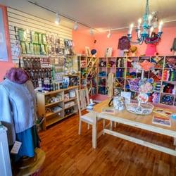 Yarn - Eureka, CA, États-Unis. Inside the sweet shop, Yarn.