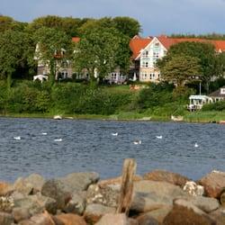 Blick auf den Meierhof vom Wasser