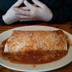 El Paso Cafe - Note the size of this monster wet burrito, and there's no rice in this beast to fluff it up!! - Mountain View, CA, Vereinigte Staaten