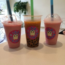 Icy-licious - Chino Hills, CA, États-Unis. Two Strawberry Banana Smoothies and one Thai Tea with Boba