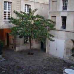 Auberge de jeunesse mije fourcy marais paris yelp for Auberge de jeunesse la maison paris