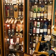 Die Auswahl an Whisky und Rum wird…