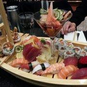 Nikko Sushi And Hibachi - Sushi boat! - Reston, VA, Vereinigte Staaten