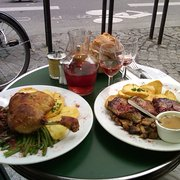 Le Petit Fer à Cheval - Paris, France. Yum yum yum! Seated outside.