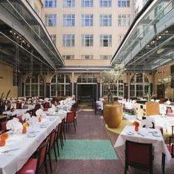 Restaurant mit offenem Glasdach