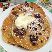 The Dor-Stop Restaurant - Chocolate Chip Banana Pancakes - Pittsburgh, PA, Vereinigte Staaten