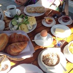 Käseplatte + Müsli, Joghurt und Früchte