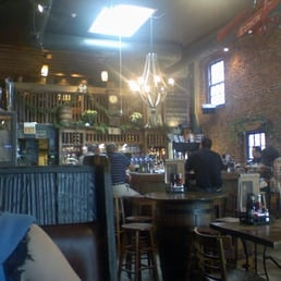 Brick Store Pub - Decatur, GA, États-Unis. Not the best of pictures, but you get a sense of the amazing inside!