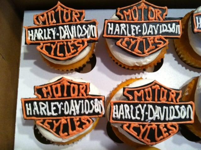 Cake Art In Salisbury Md : Harley Davidson Cupcake. Vanilla cupcakes w/ buttercream ...