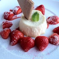 Pana Cotta mit frischen Erdbeeren