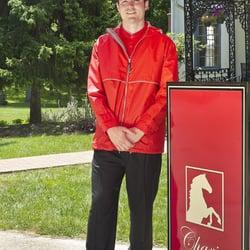 Chariot Valet - Eagleville, PA, États-Unis. Chariot Valet Set-up with cooler weather uniform.