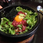 Bibimbap et ses feuilles de salade pour…