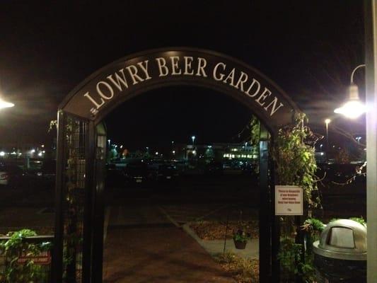 Lowry Beer Garden Southeast Denver Co Tats Unis Yelp