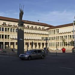 Rathaus Neu-Ulm mit Plastik von…