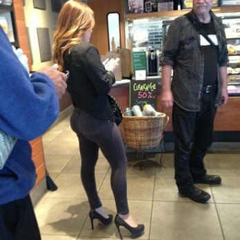 "Starbucks - Los Angeles, CA, États-Unis. One of the many ""Producers"" looking for ""Talent"" at this Starbucks!"