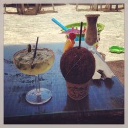 Snook's Bayside Restaurant - Coconut drink and jalapeño margarita - Key Largo, FL, Vereinigte Staaten