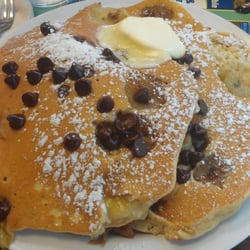 The Dor-Stop Restaurant - Banana Chocolate Chip Pancakes - Pittsburgh, PA, Vereinigte Staaten