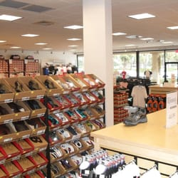 new balance outlet lawrence hours
