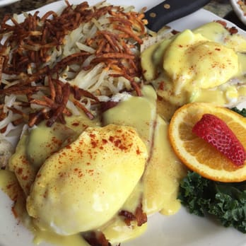 ... Classic Eggs Benedict (substituted Canadian bacon with regular bacon