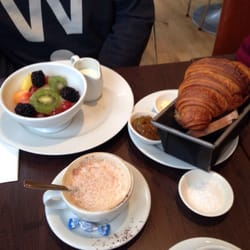 Bread tin and fruit salad with yoghurt