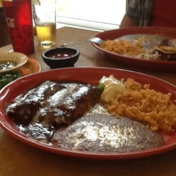 Si Casa Flores - Big servings, pleasant presentation, with extra specials.  Yum - Phoenix, OR, Vereinigte Staaten