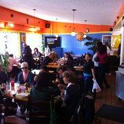 Los Cántaros Restaurant And Taquería - Oakland, CA, États-Unis. Dining area