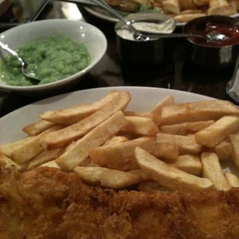 The Golden Hind - Fried haddock and fried cod with a side of mushy peas. Yum! - London, Vereinigtes Königreich